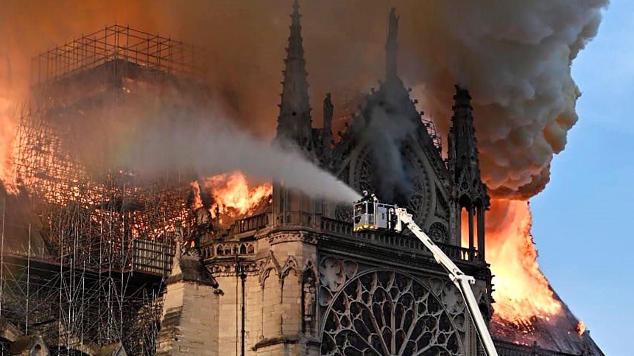 El agua pudo acabar en su totalidad con la catedral de Notre Dame