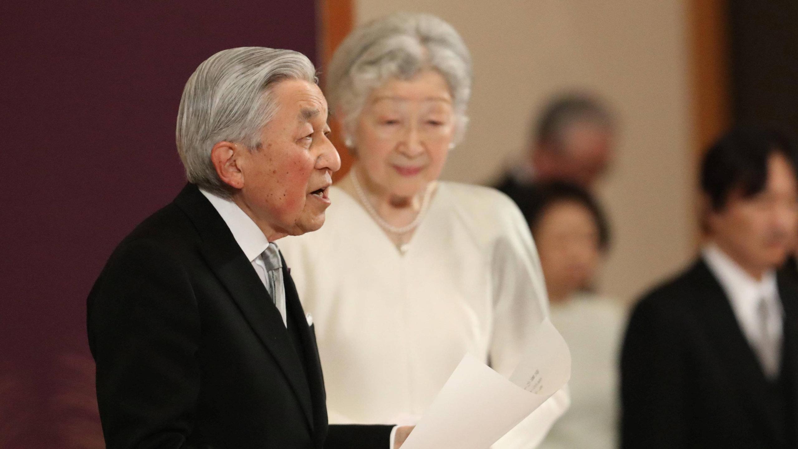Emperador japonés expresa su gratitud en su ceremonia de abdicación
