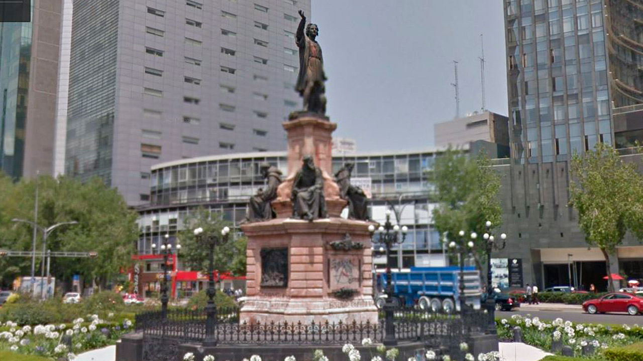 Gobierno de CDMX retira estatua de Colón ante protestas para derribarla