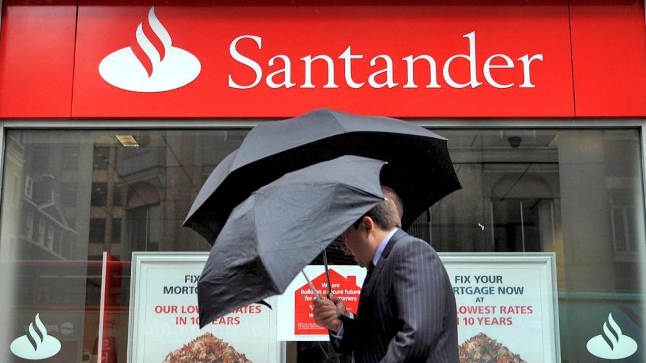 Acciones de Santander México suben con fuerza tras anuncio de recompra