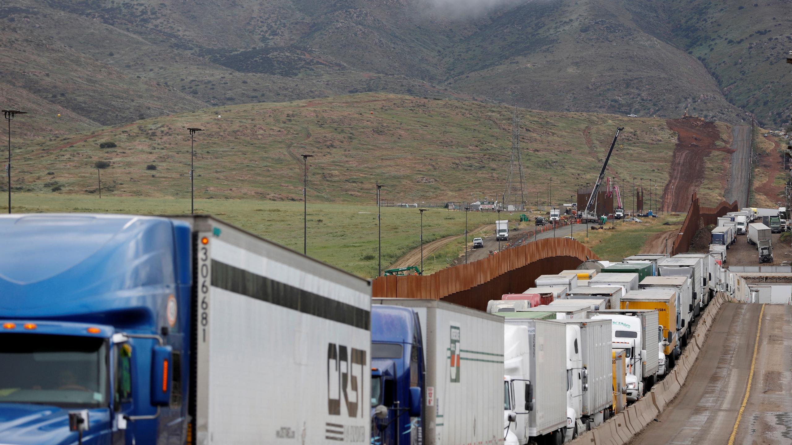 Ante el caos en la frontera, Ebrard busca hablar con nuevos funcionarios de EU