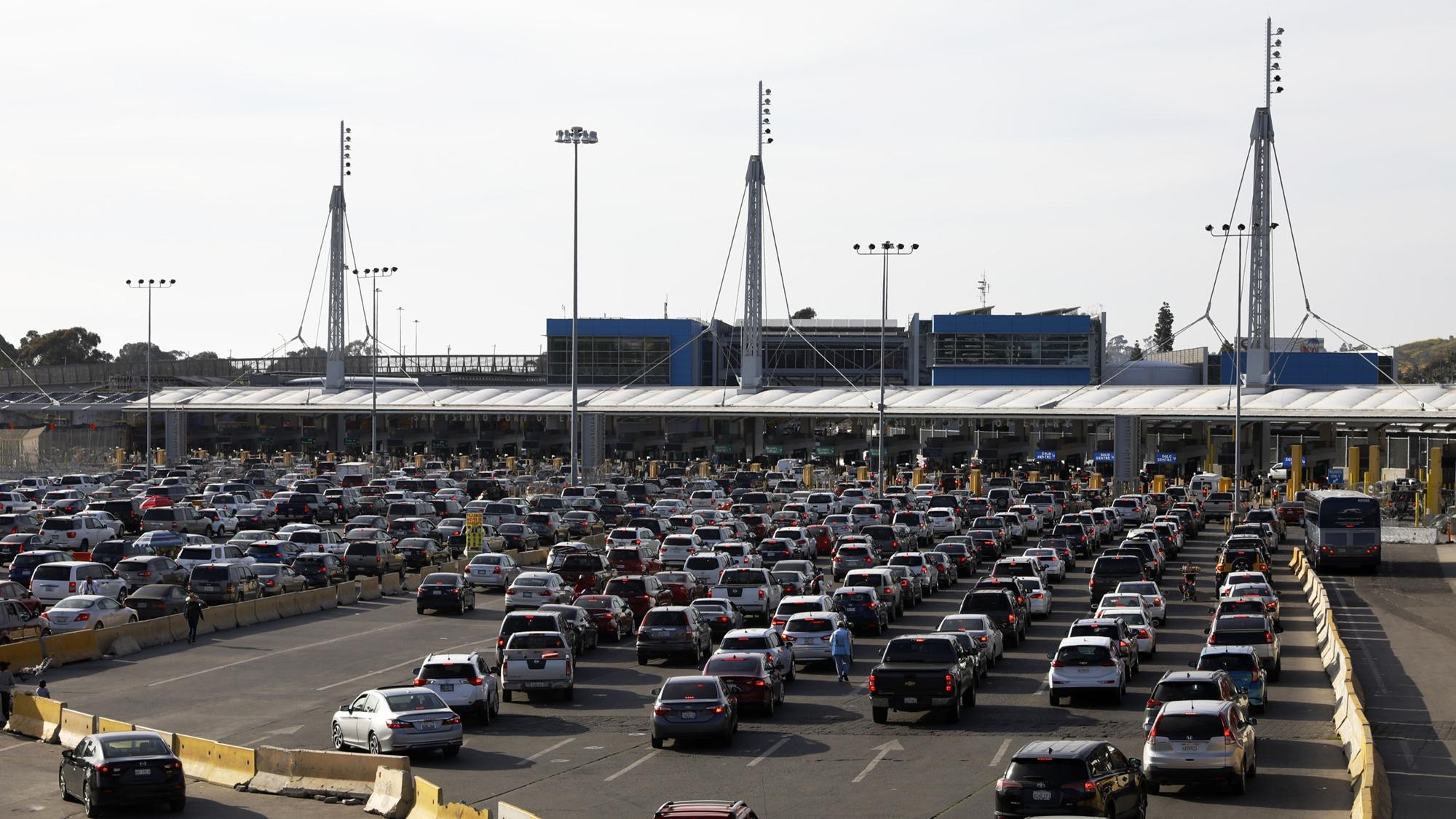 AMLO descarta pérdidas 'significativas' por lentitud en frontera México-EU