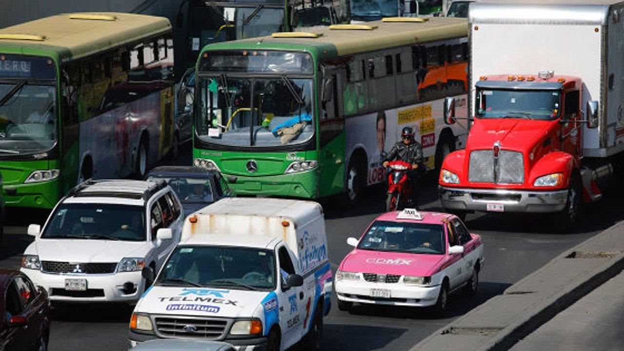 AMIA pide más regulación para vehículos con hologramas 1 y 2