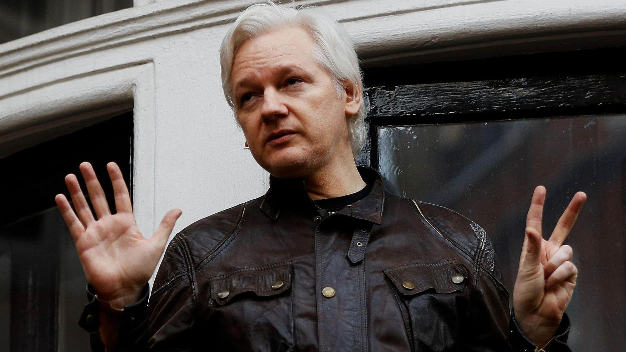 Policía británica arresta a Julian Assange en embajada de Ecuador