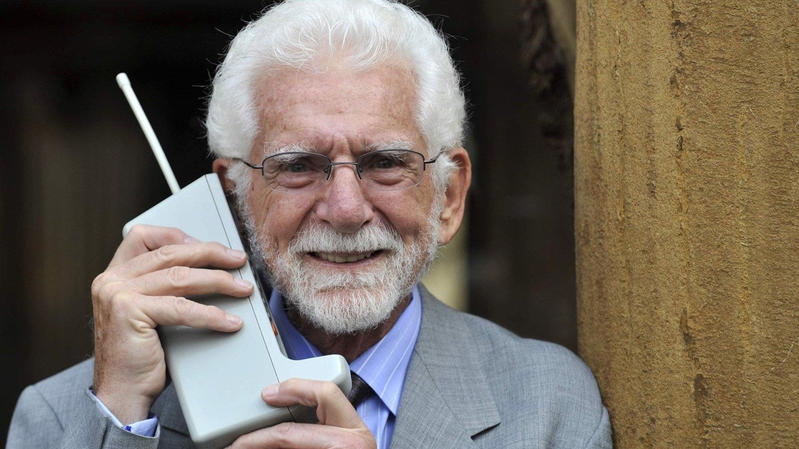 La primera llamada por teléfono celularcumple 46 años
