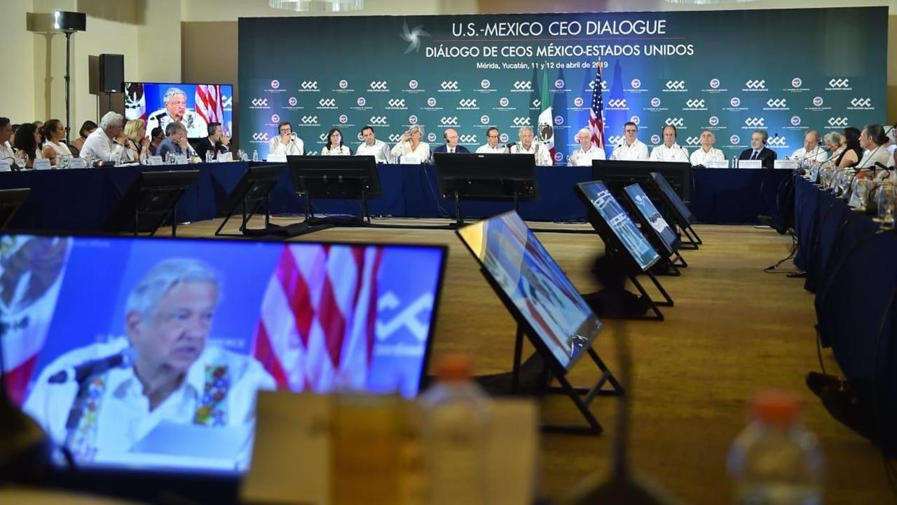 Los compromisos en México se cumplen, dice AMLO a cumbre de CEOs