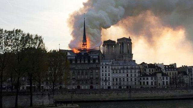 Fuego en Notre Dame. Foto Reuters.