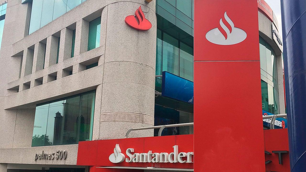 Santander quiere el control total de su filial mexicana
