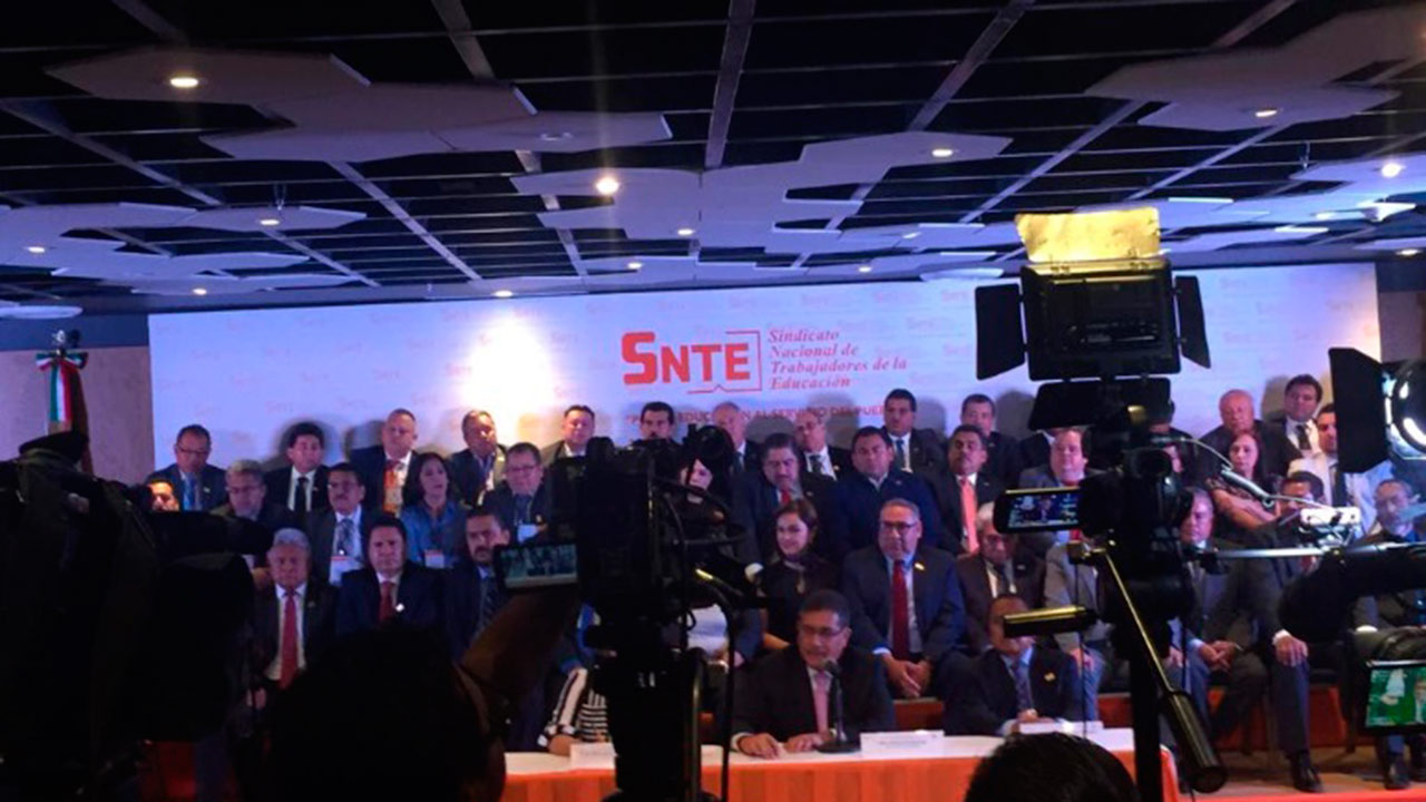 SNTE se declara 'ejército intelectual' de AMLO y la 4T