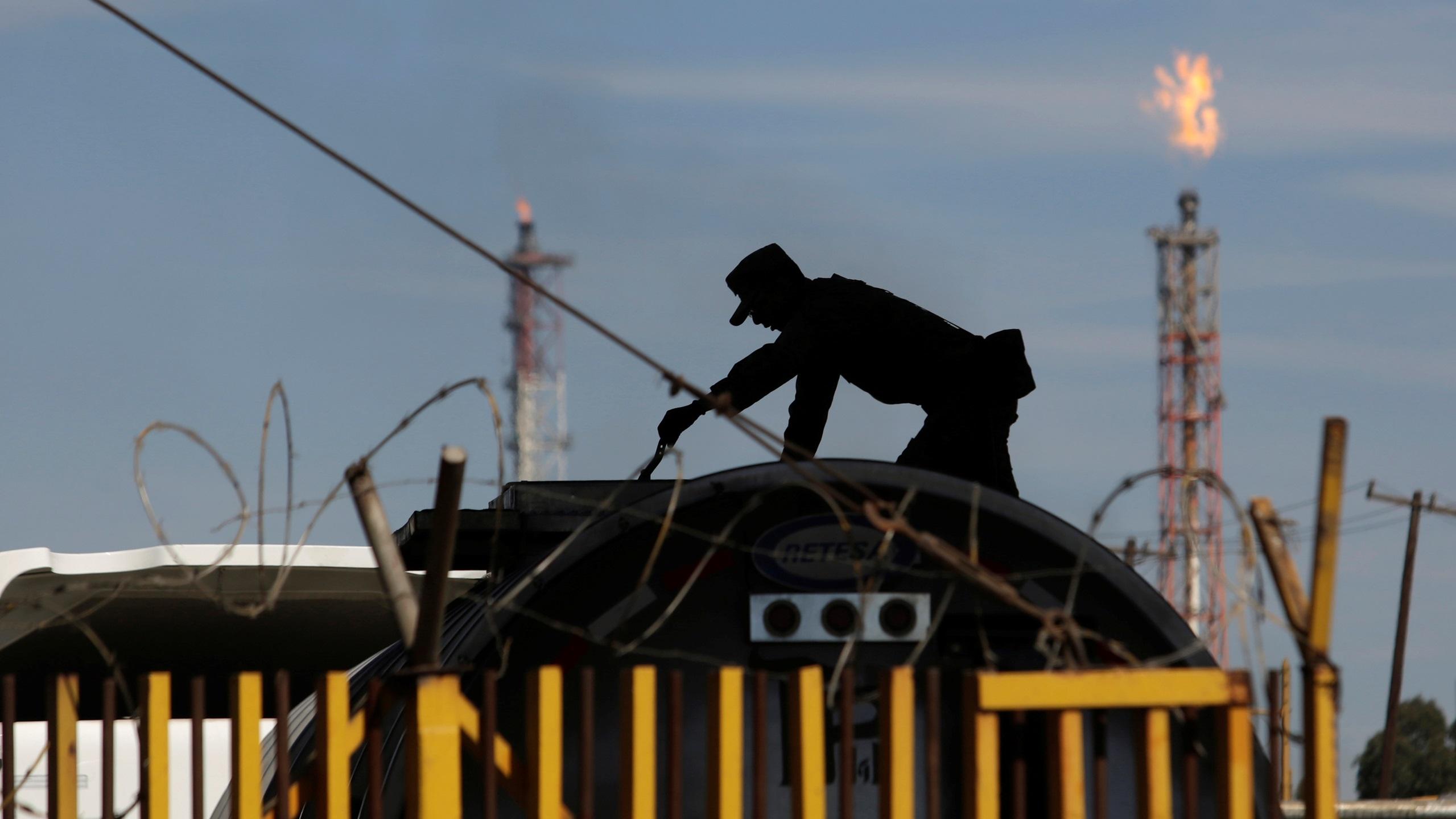 Reforma a Ley de Hidrocarburos, para evitar contrabando de combustible: AMLO