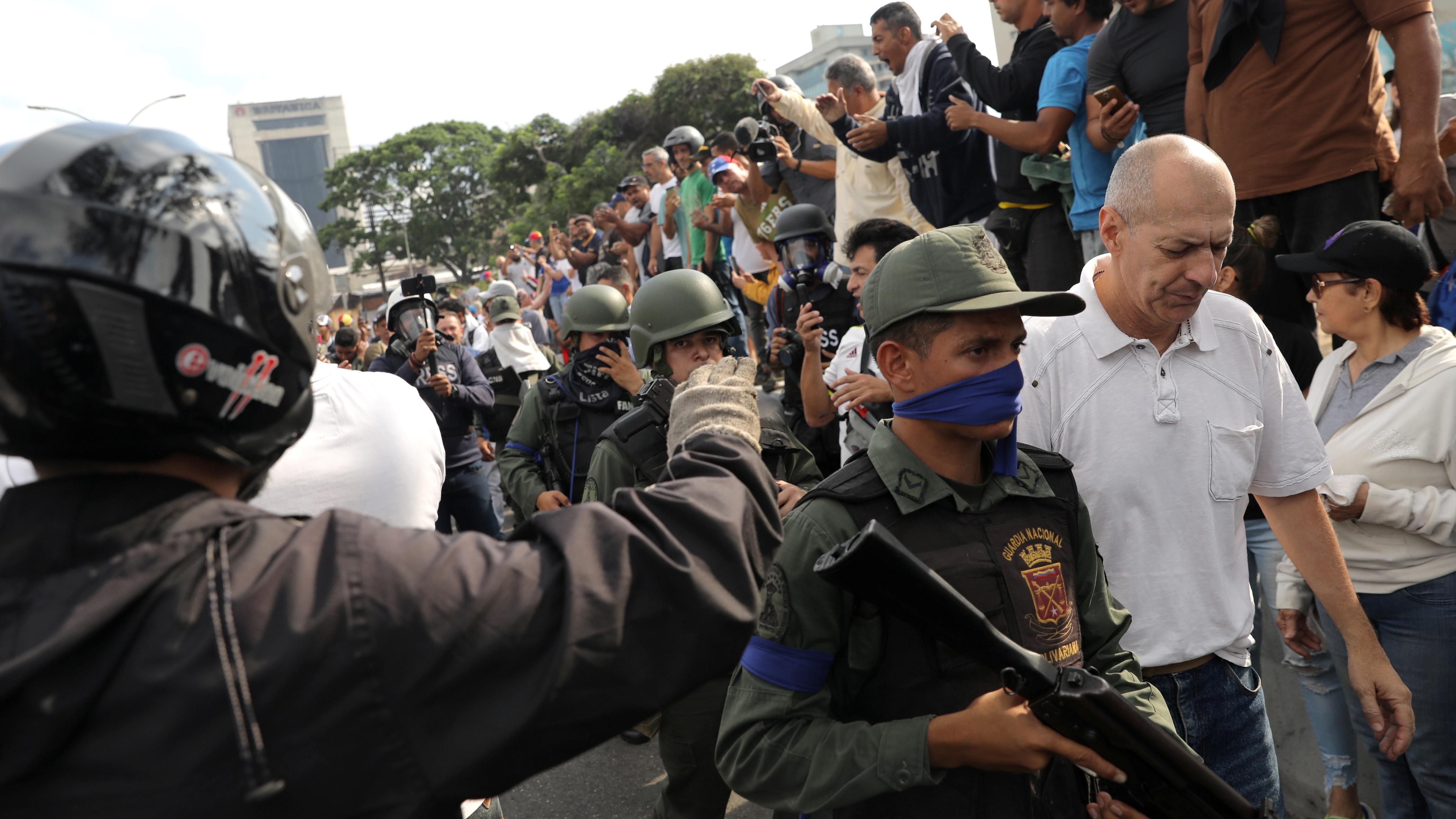 México teme por 'baño de sangre' en Venezuela; EU alienta movilizaciones