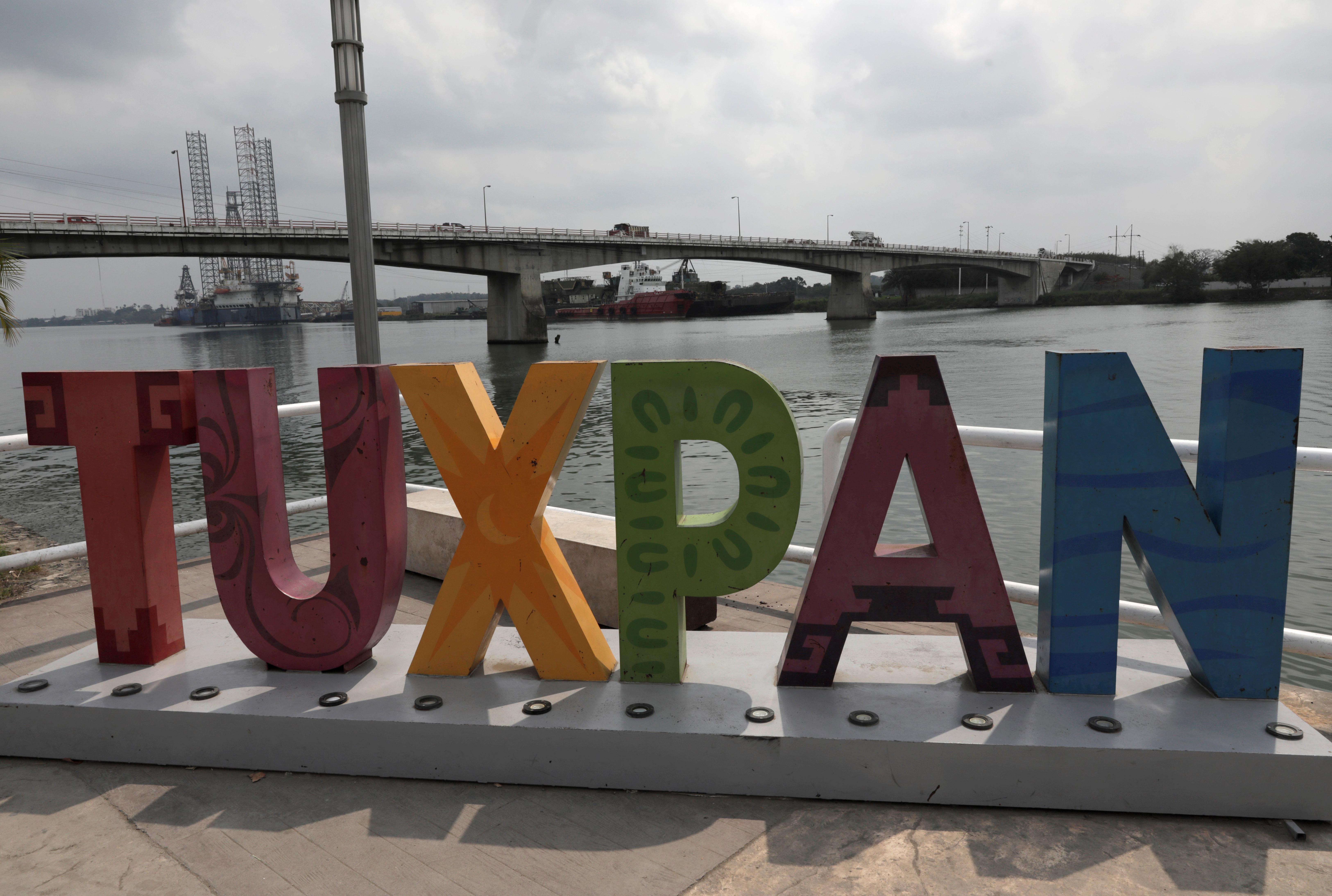 Al menos 12 buques con gasolina para Pemex se encuentran parados en Tuxpan