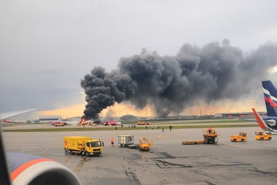 Al menos 13 muertos tras incendio de avión ruso en el aire