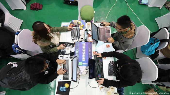 Crítica a las jornadas de 12 horas de trabajo en la industria tecnológica china