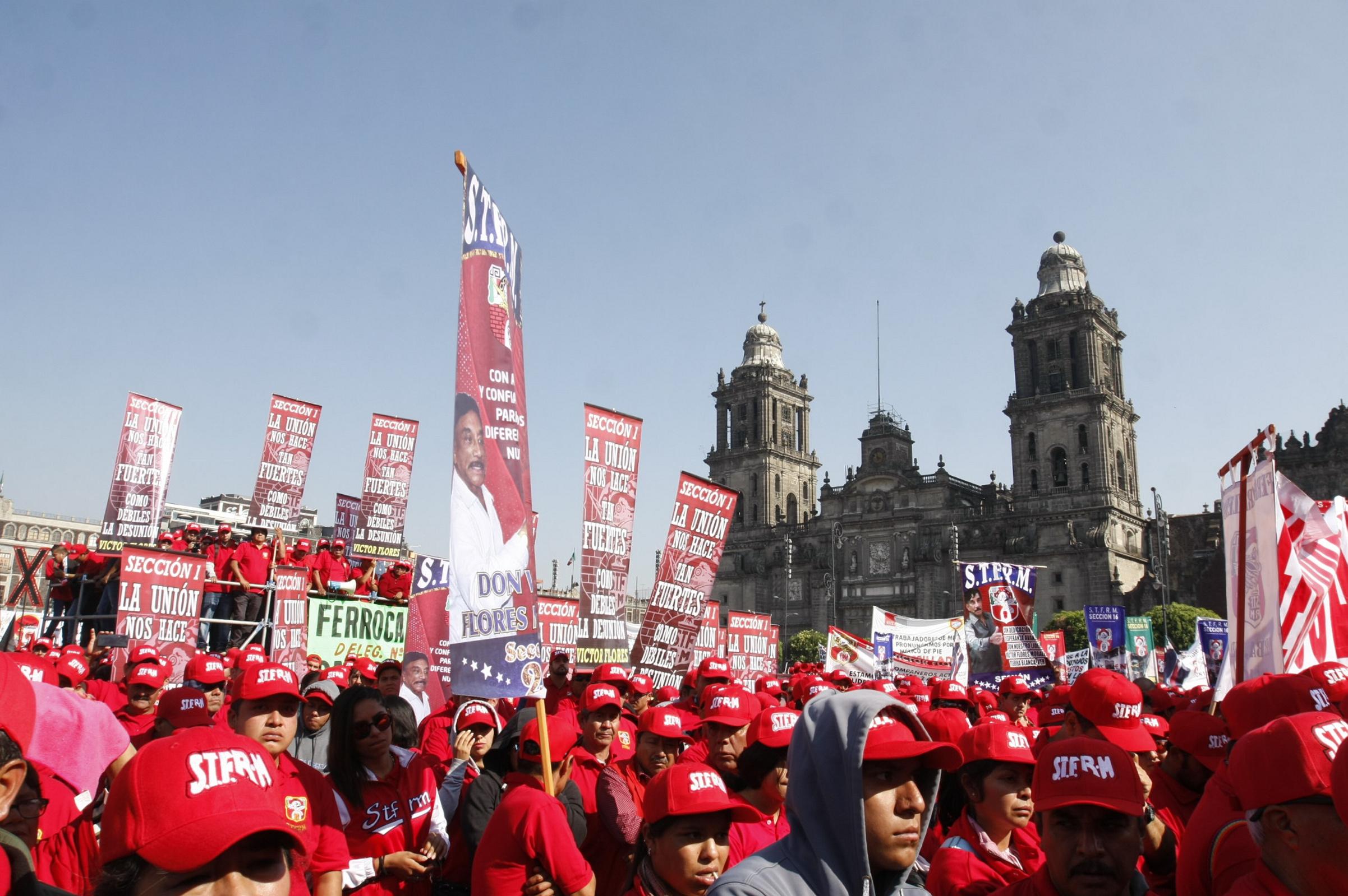 Trabajadores conmemoraron el 1 de Mayo en el Zócalo capitalino