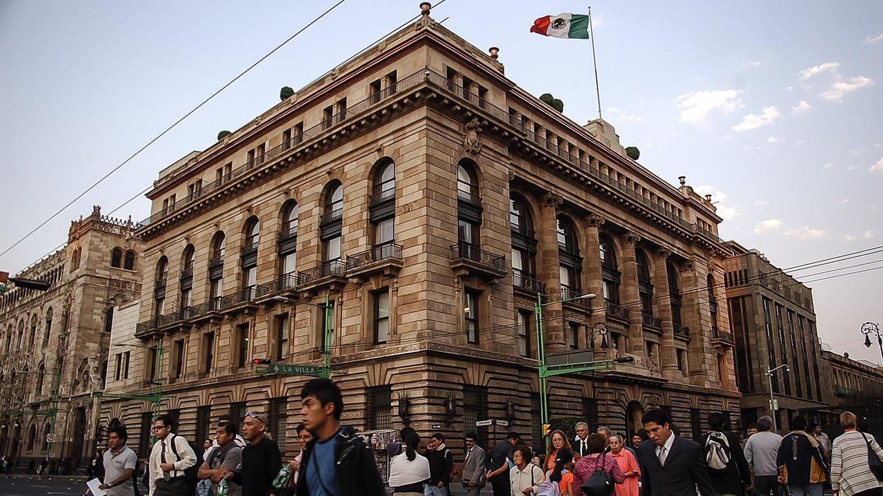 Analistas recortan estimación de crecimiento para la economía mexicana