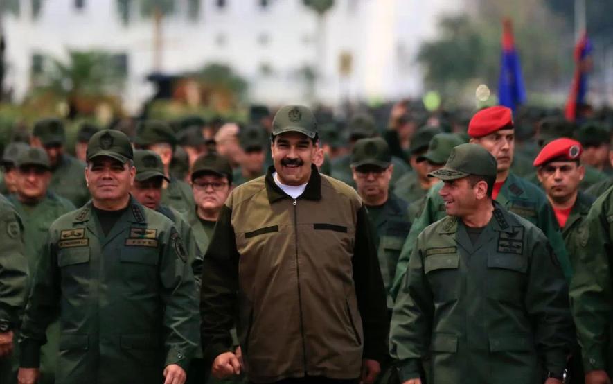 Maduro encabeza marcha militar para exhibir apoyo de su Fuerza Armada