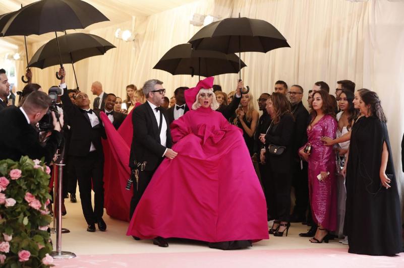 Lady Gaga llegando a la alfombra rosa de la ocasión. Foto Reuters.