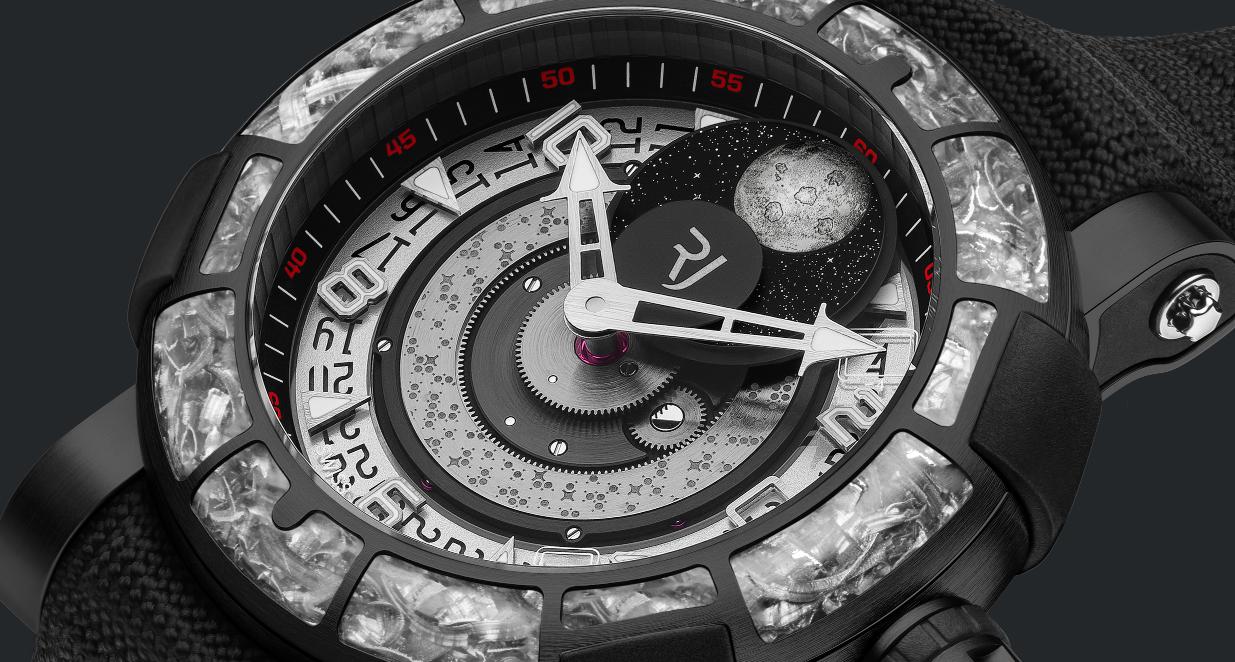 Romain Jerome presenta en México reloj creado con materiales del Apolo 11