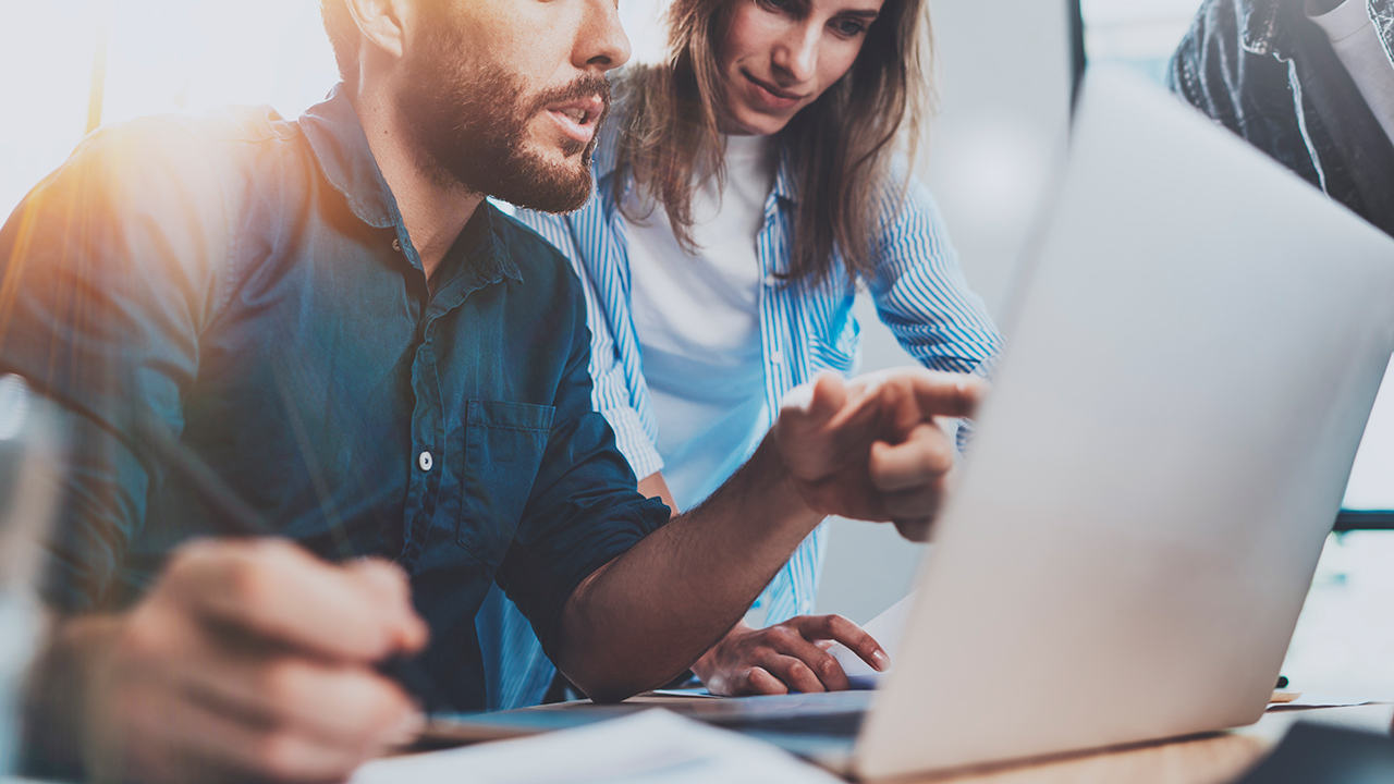 ¿Invertir en empresas de tecnología? Rápido crecimiento vs incertidumbre