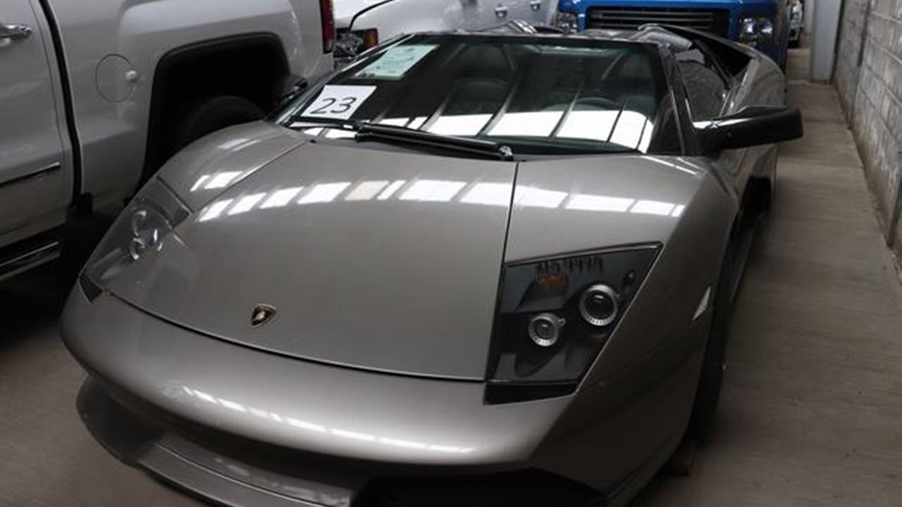 Un Lamborghini y autos de lujo, la primera subasta para 'devolverle al pueblo lo robado'