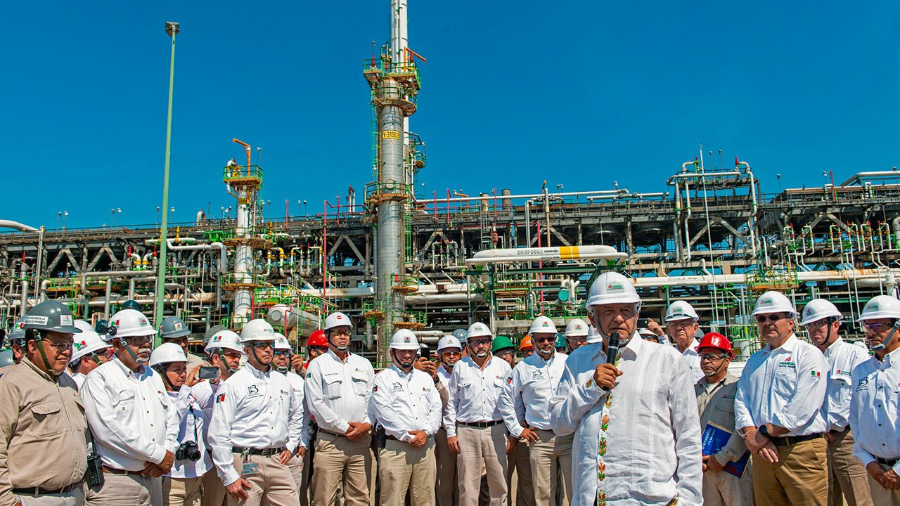 ¿Por qué quedó desierta la licitación de la refinería de AMLO?