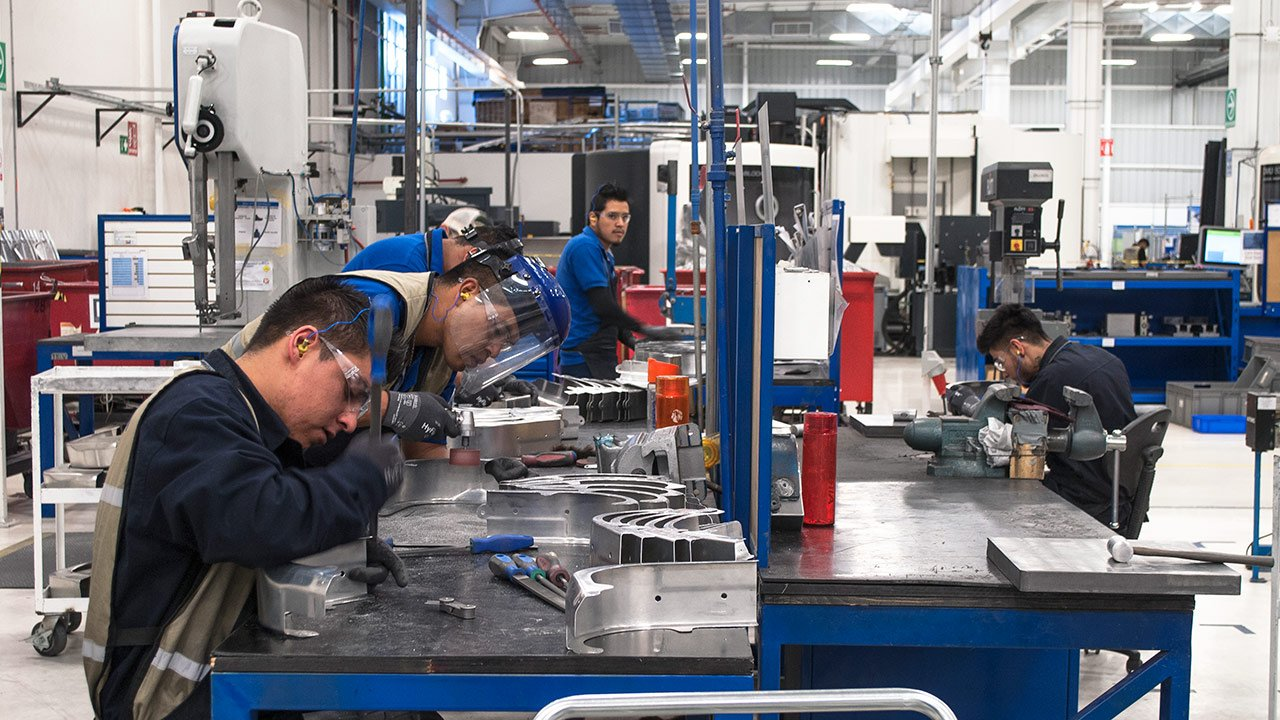 100 empresas en México pondrán un sueldo base de 6,500 pesos al mes
