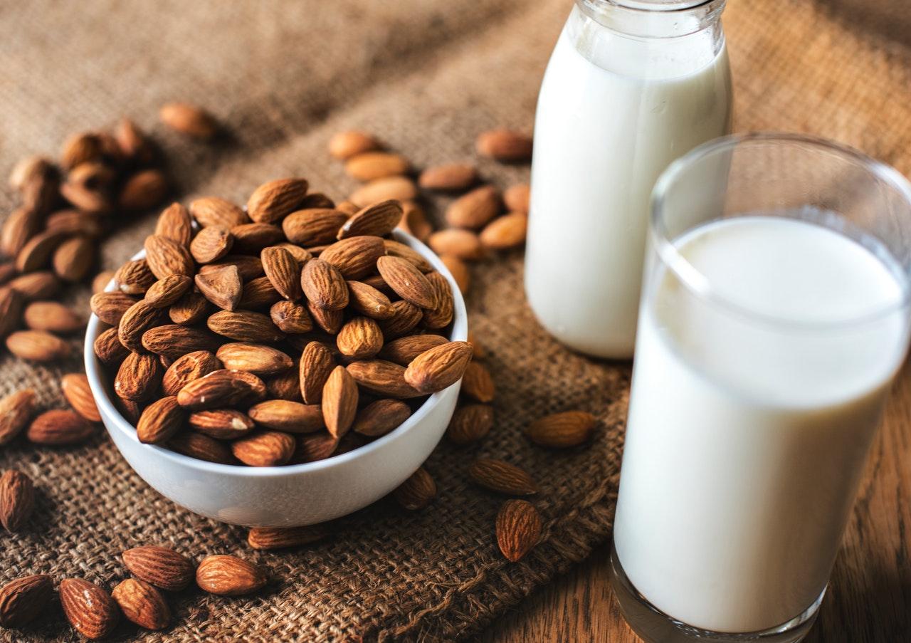 'Leche vegetal' menos nutritiva y más cara, revela Profeco
