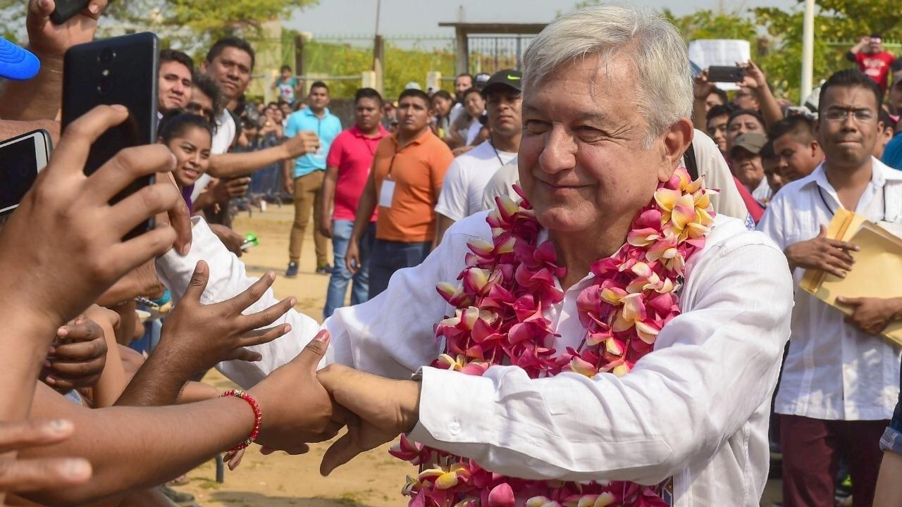 A un año de su victoria, AMLO no ha dejado de hacer campaña: The Guardian