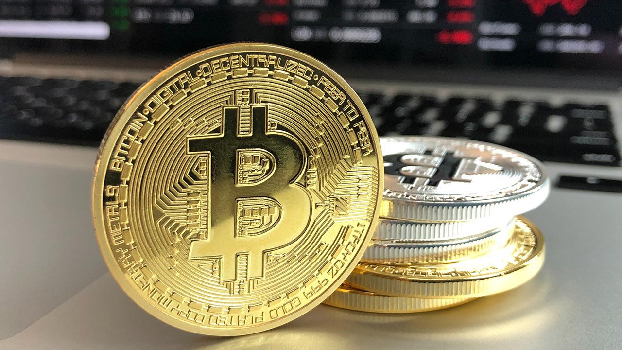 Bitcoin cotiza cerca de su récord de 34,800 dólares