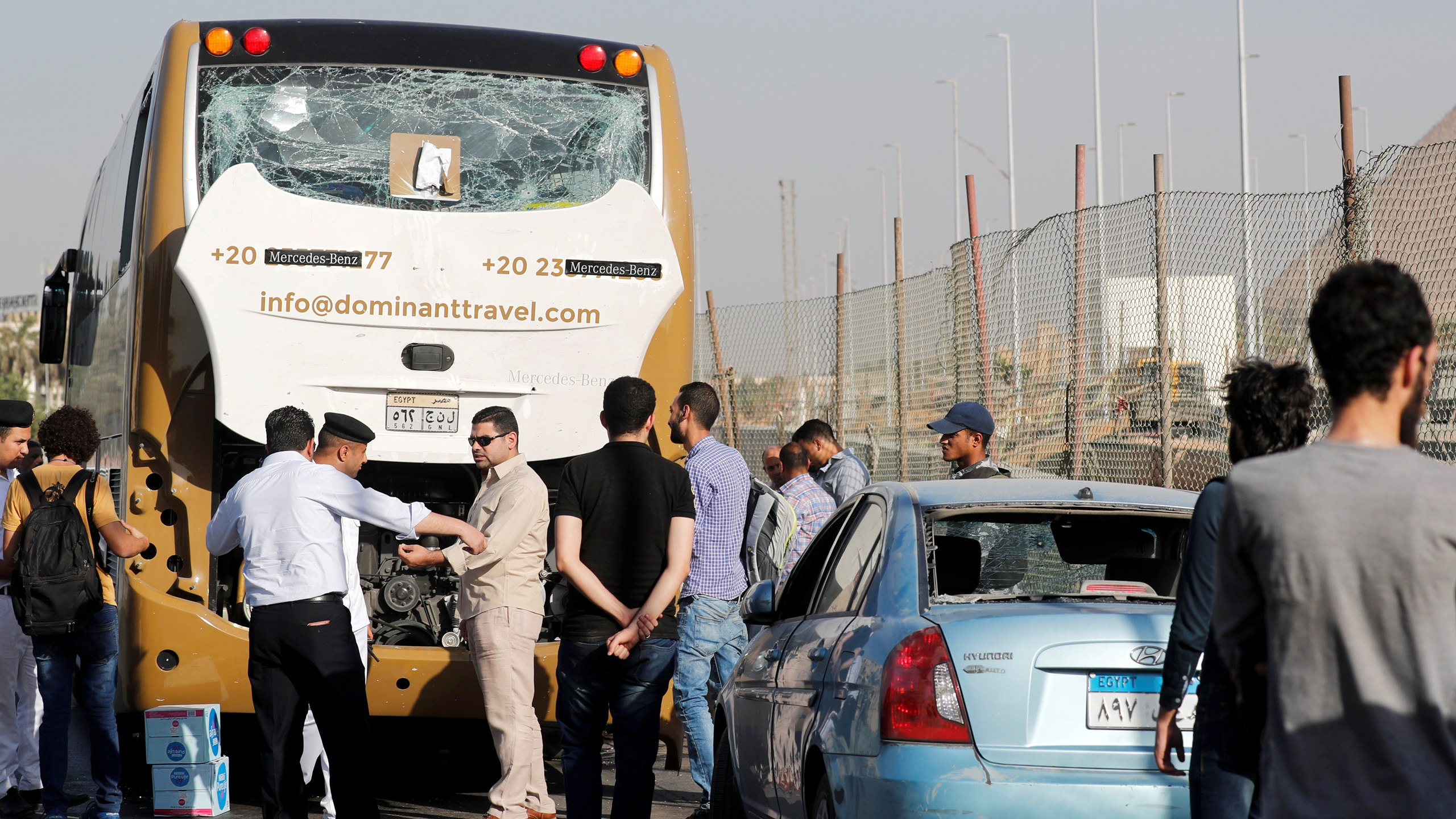 Explosión hiere a turistas junto a pirámides de Giza en Egipto