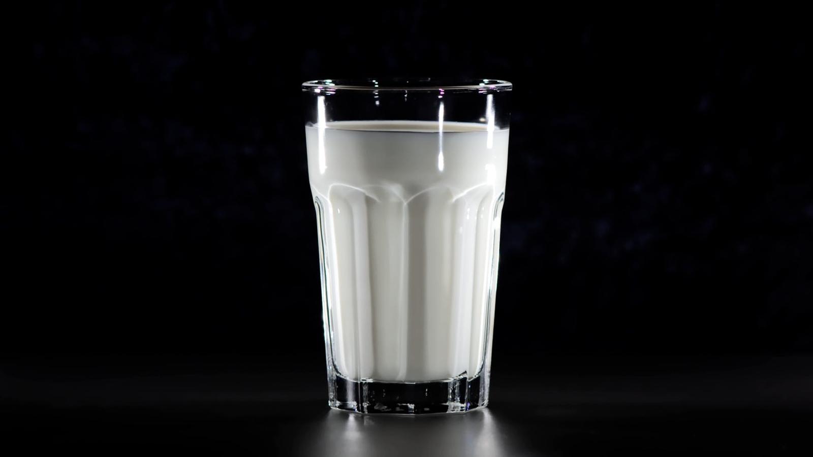 Productores de leche prevén caída de 15% en consumo; piden ayuda del gobierno