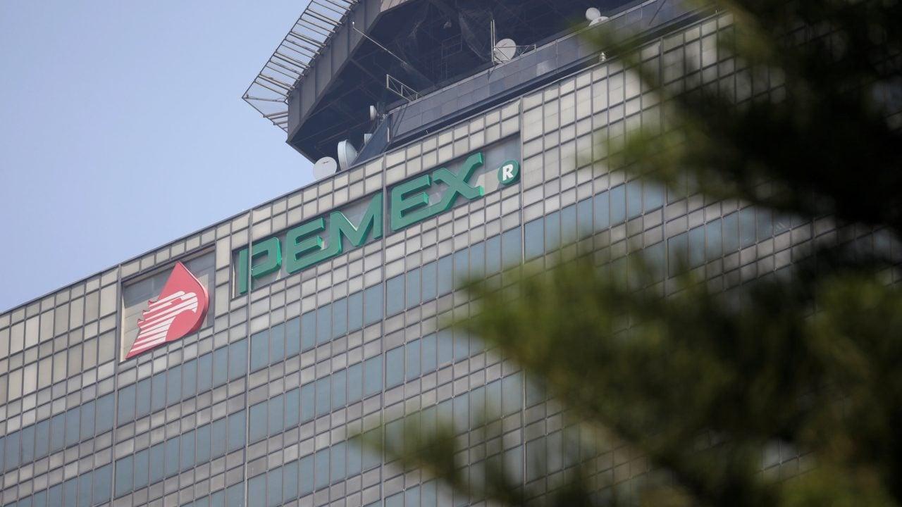 FMI urge a México a revisar plan de negocios de Pemex