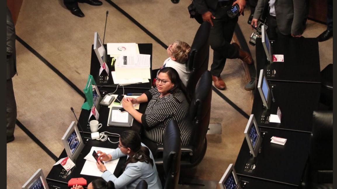 Atentan contra senadora de Morena con 'libro-bomba'