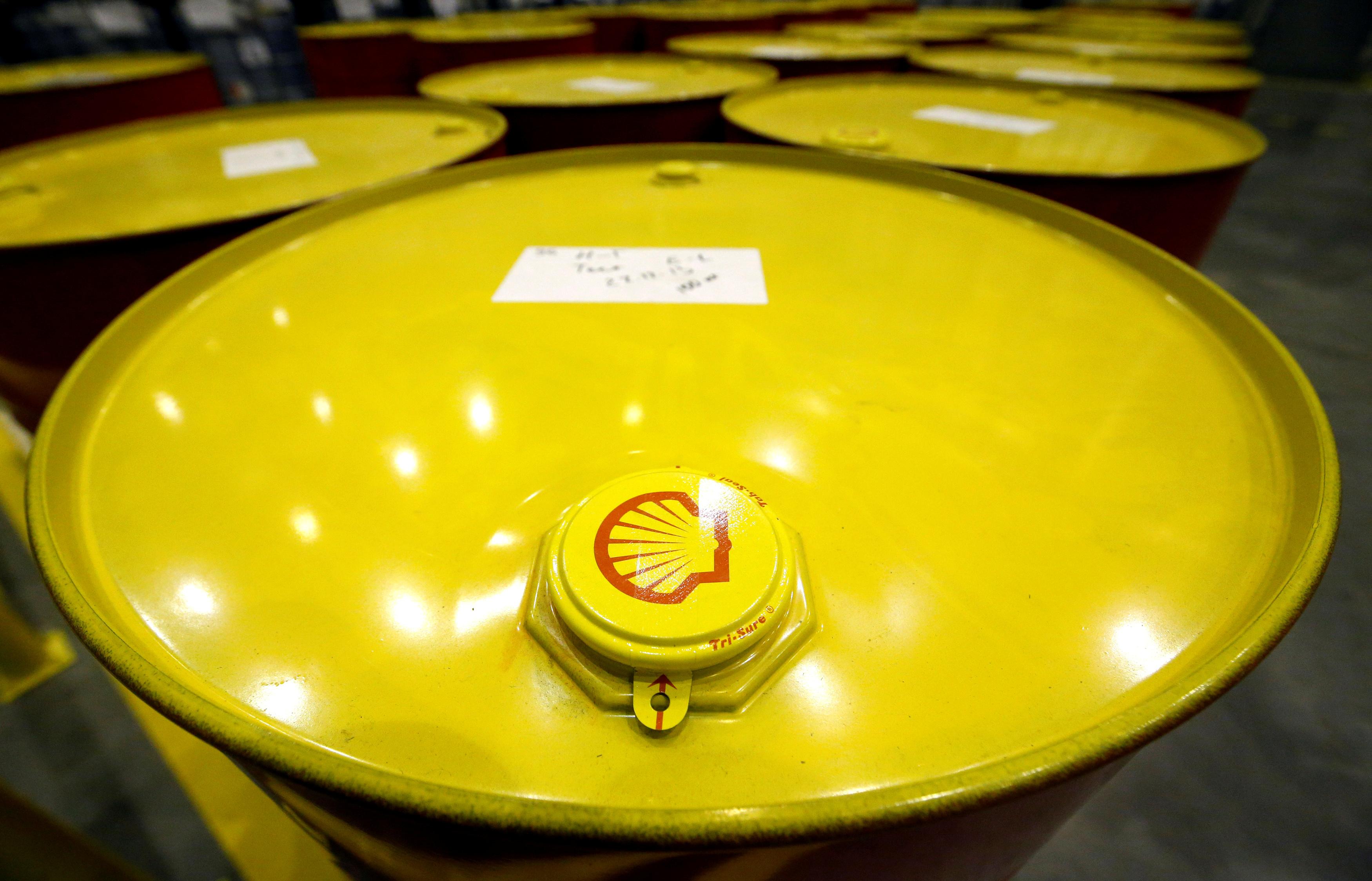 Bajos precios del petróleo y refinación golpean ganancias de Shell