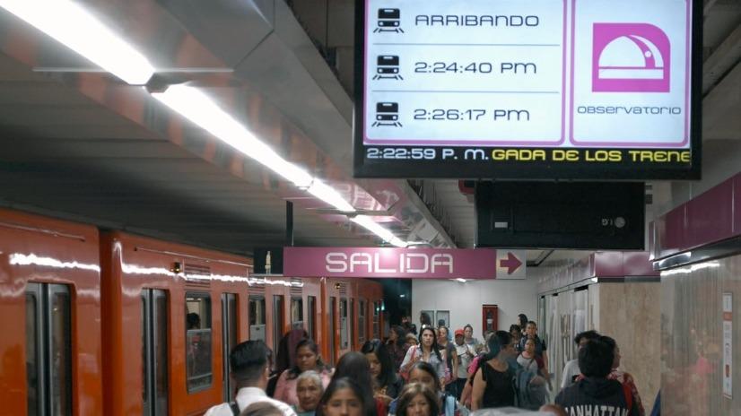 Metro de CDMX estrena pantallas con horarios de trenes en tiempo real