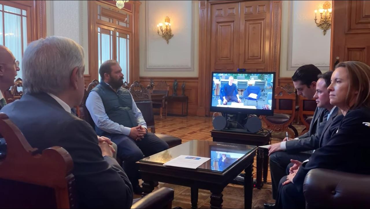 En videollamada, AMLO invita a Zuckerberg a llevar internet a todo México