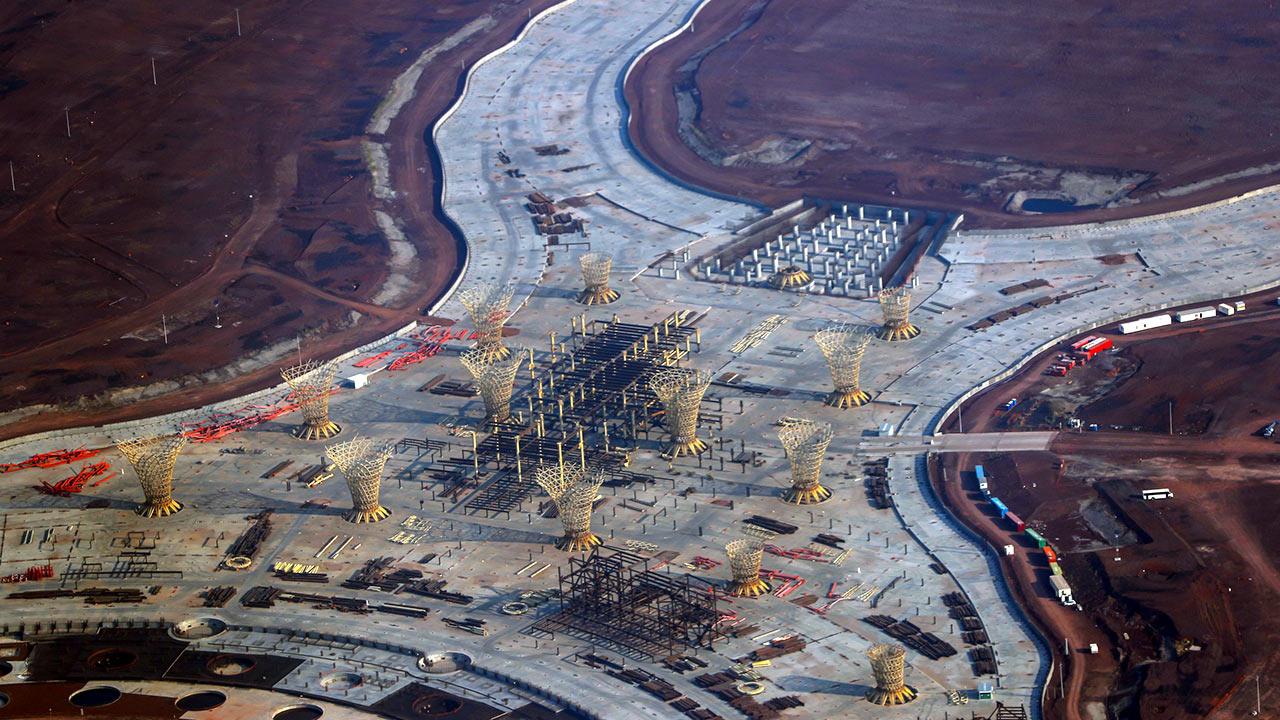 Ponen a la venta 49,000 toneladas de acero del cancelado NAIM