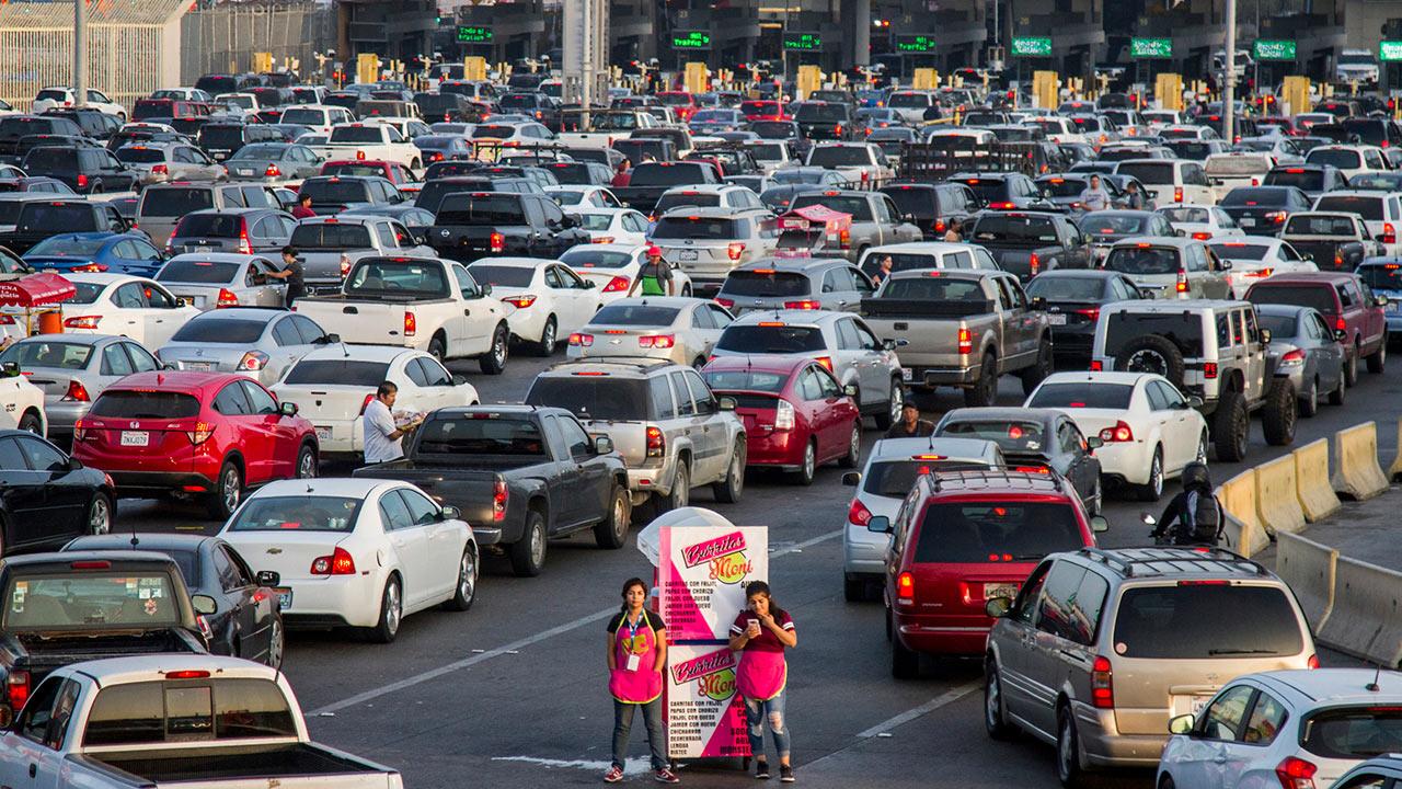 Regularán el cruce fronterizo México-EU con tarifa tipo Uber