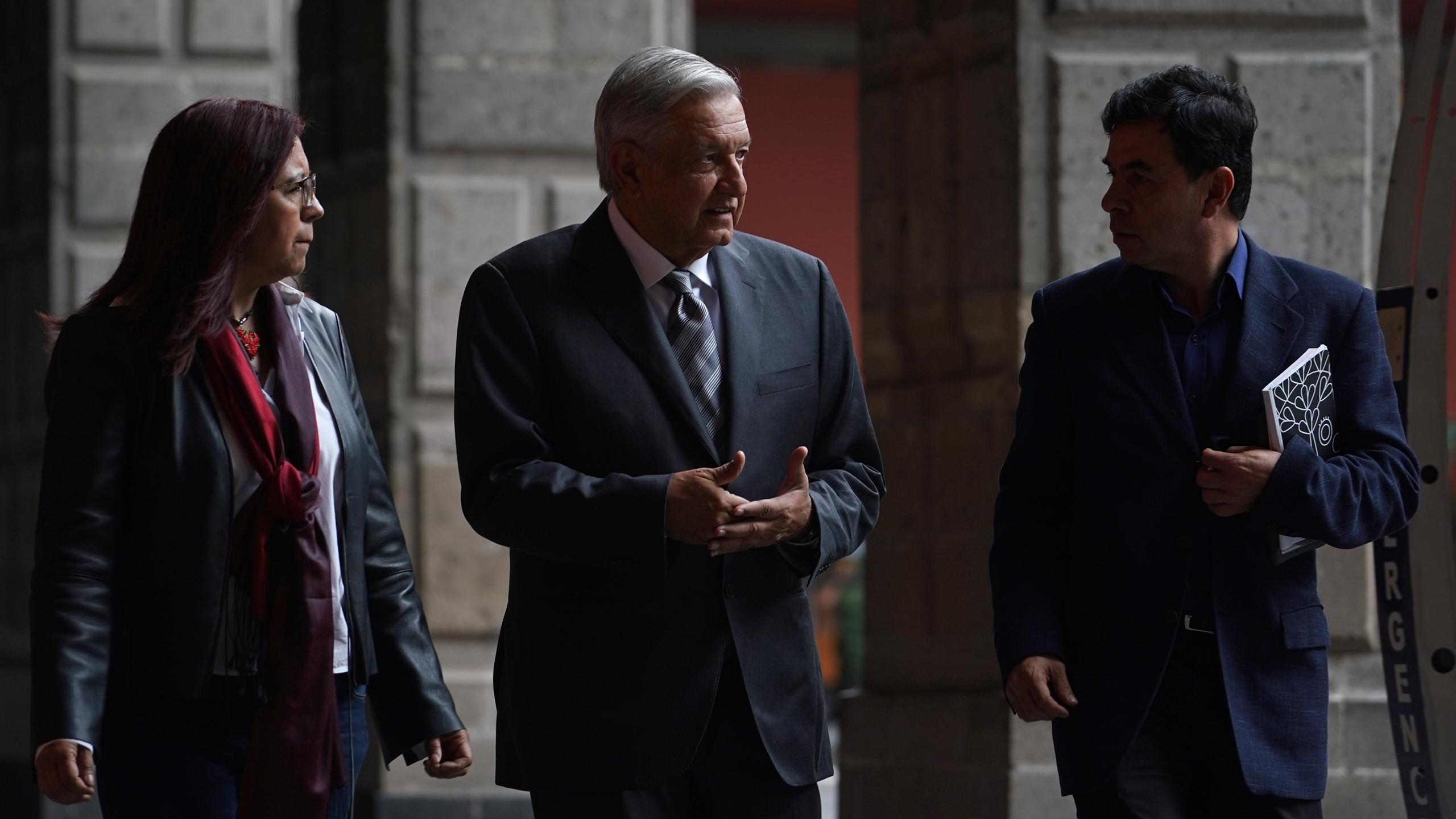 AMLO prepara terna para la CRE tras renuncia de García Alcocer