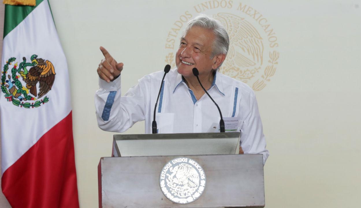 AMLO promete estudio de impacto ambiental de Santa Lucía la próxima semana