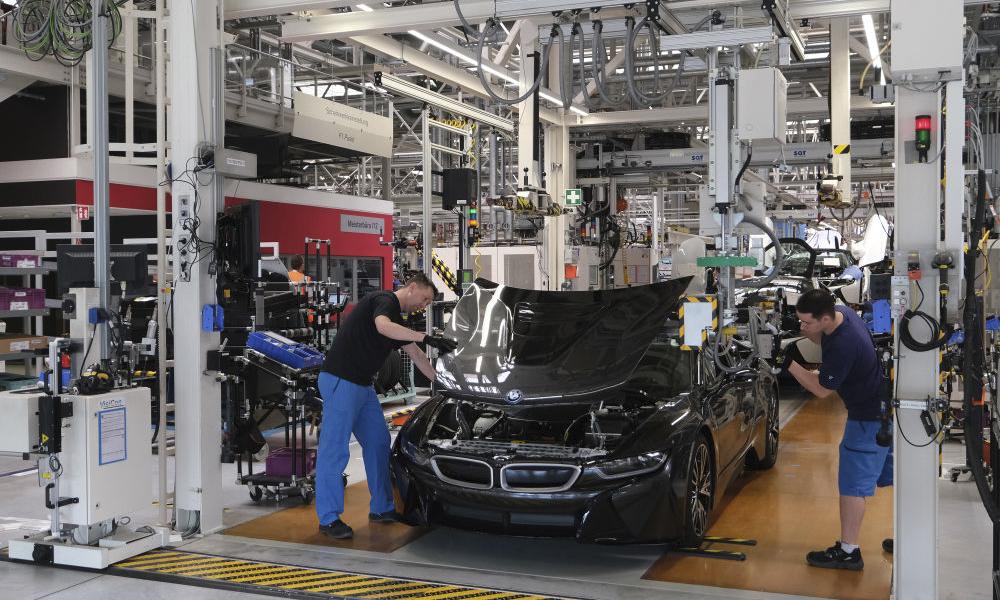 Economía británica se contrae por cierre de plantas de automóviles