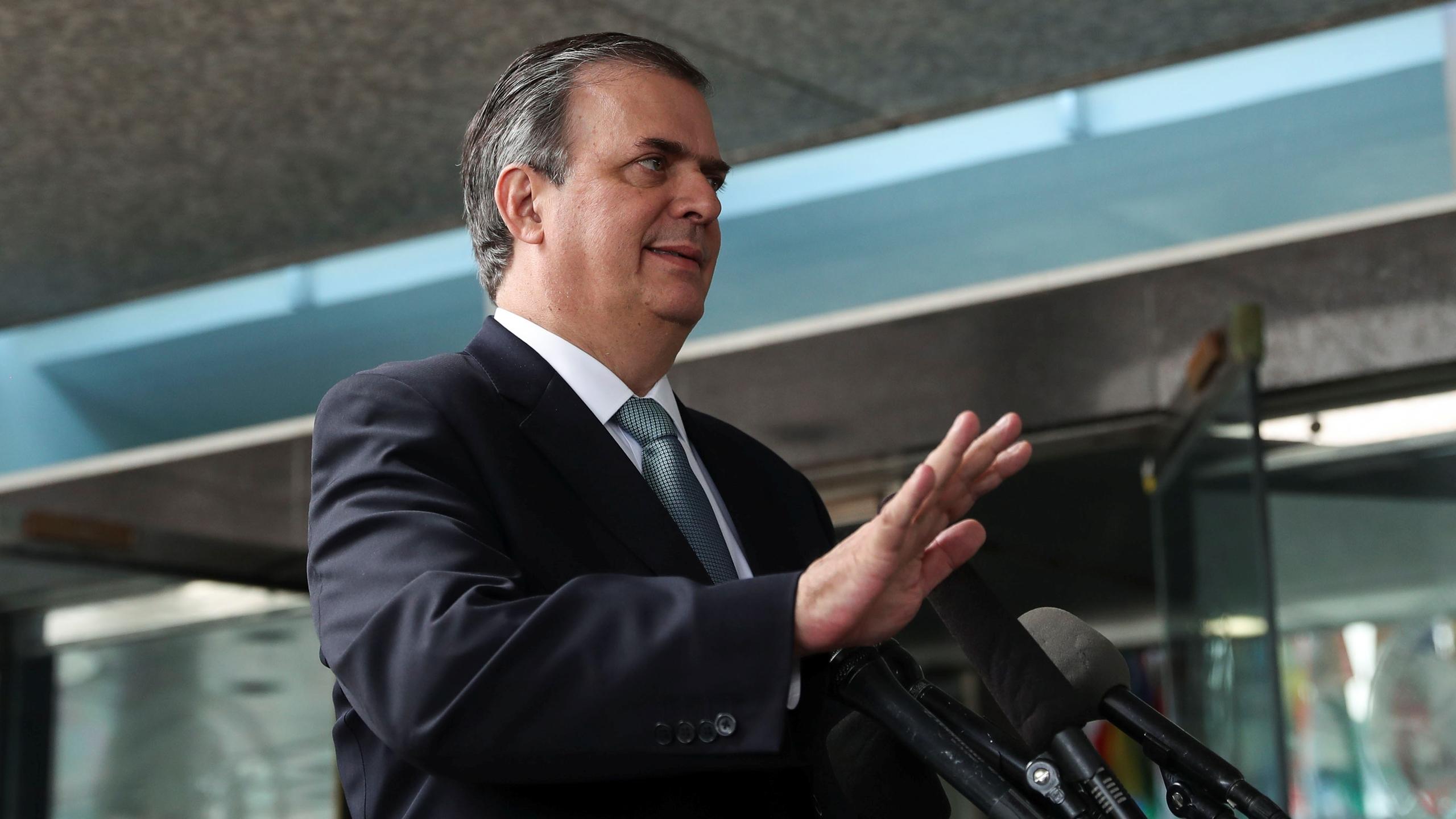 México propuso a EU extender un mes más cierre parcial de frontera: Ebrard