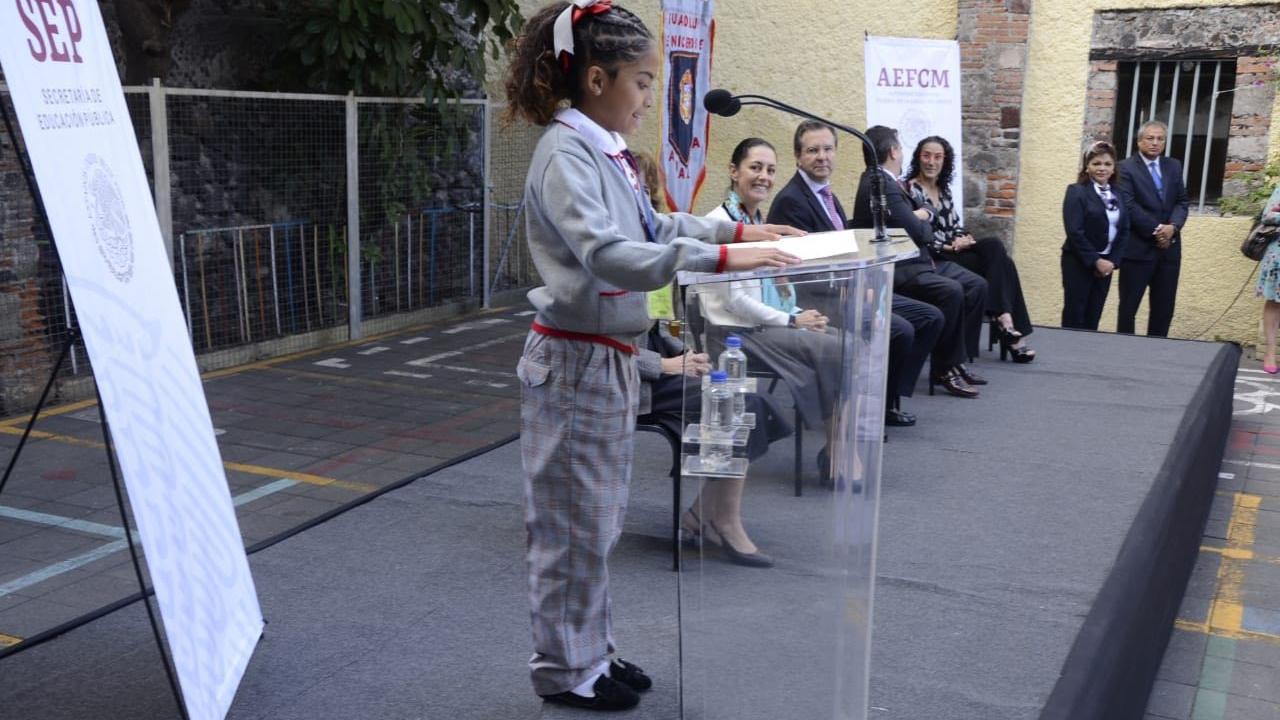 Uniforme escolar neutro va dirigido solo a niñas: SEP