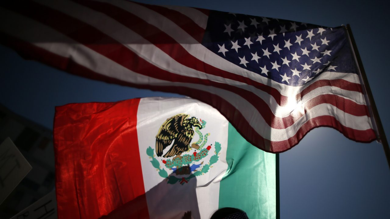 Estados Unidos contagia a México, que comienza a recuperarse