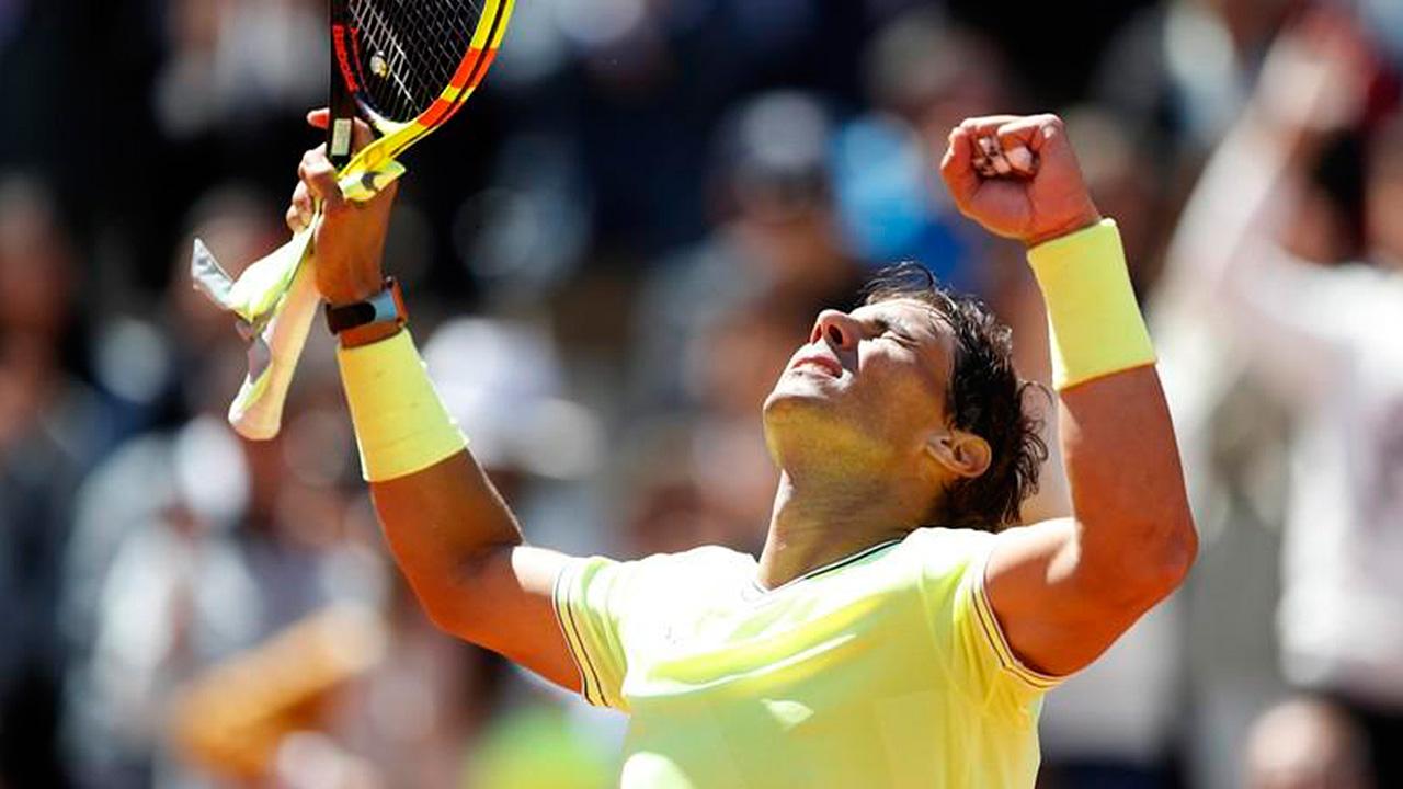 Nadal arrolla a Federer y va a su final número 12 en Roland Garros