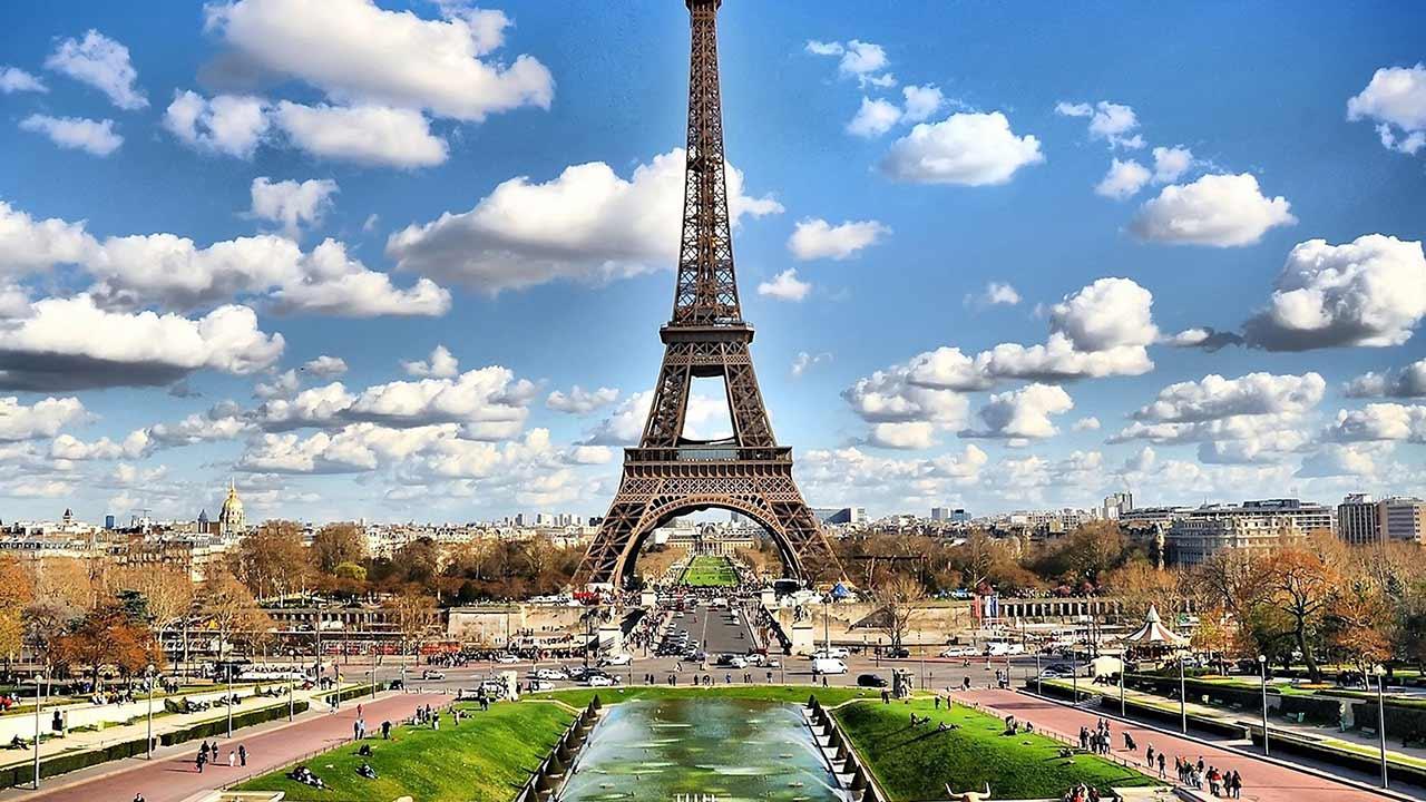Francia restringirá el uso de los monopatines