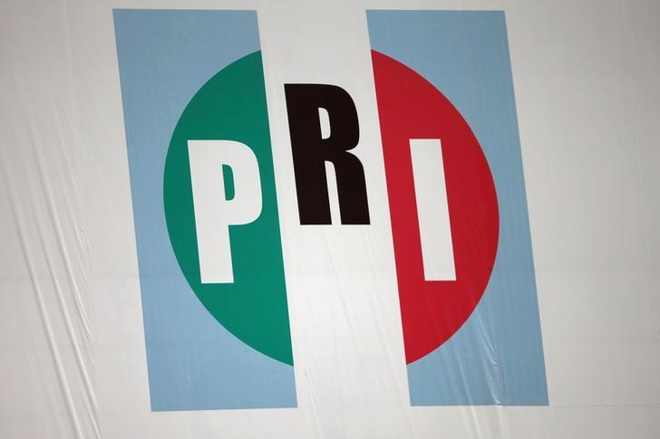 Reciben constancia aspirantes a la dirigencia nacional del PRI