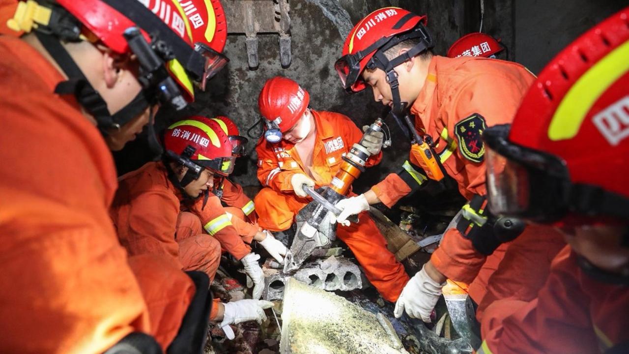 Japón y China registran sismos de 6.8 y 6.0; el segundo deja más de 200 heridos
