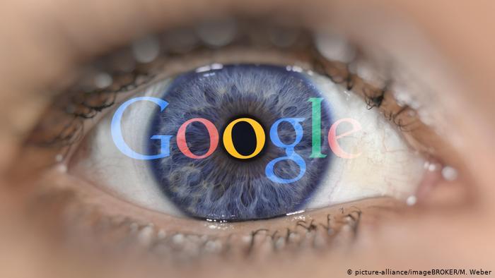 Google admite que escucha conversaciones con su asistente virtual